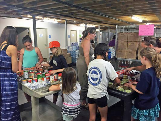 First Parish volunteers at Foodbank